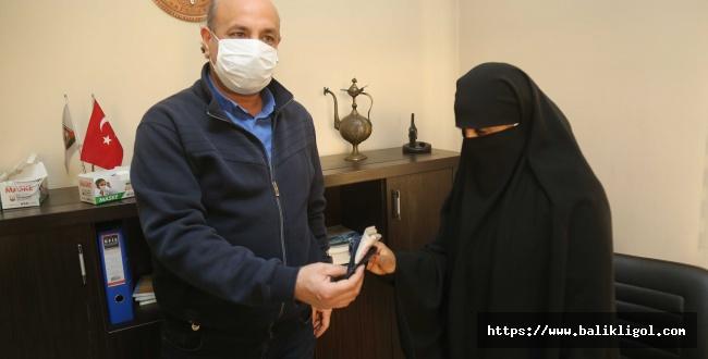 Suriyeli Kadın Çanta Dolusu Parayı Toplu Taşımada Unutunca Bakın Ne Oldu
