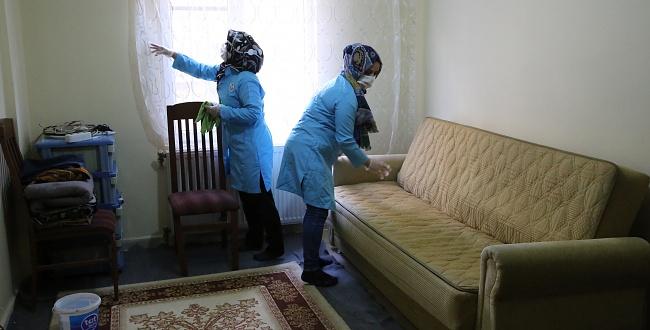 Urfa'da Belediye Yüzlerce Aileye Evde Bakım Hizmeti Veriyor