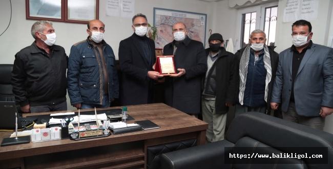 Mahalle Halkı Başkan Mehmet Kuş'a Plaketle Teşekkür Etti