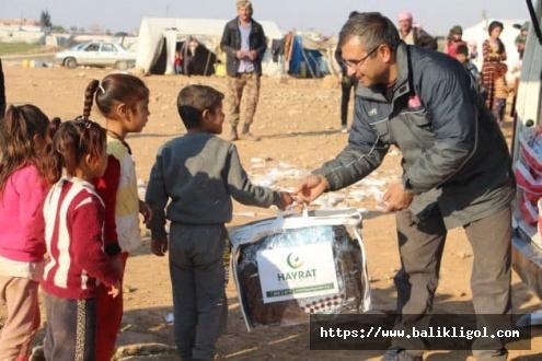 Şanlıurfa Hayrat Yardım binlerce kişiye kışlık giyim dağıttı