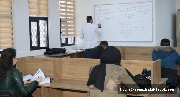 Karaköprü Belediyesi Öğrencilere Matematik konusunda yardımcı oluyor