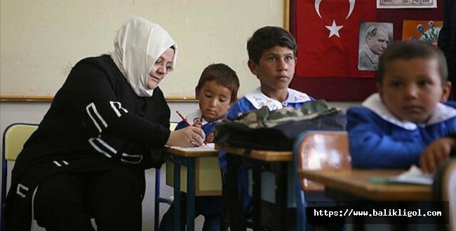 Bakan Selçuk: Mobil Çocuk Sosyal Hizmet Birimlerimiz yüz yüze eğitimle beraber, tekrar okul ziyaretlerine başladı