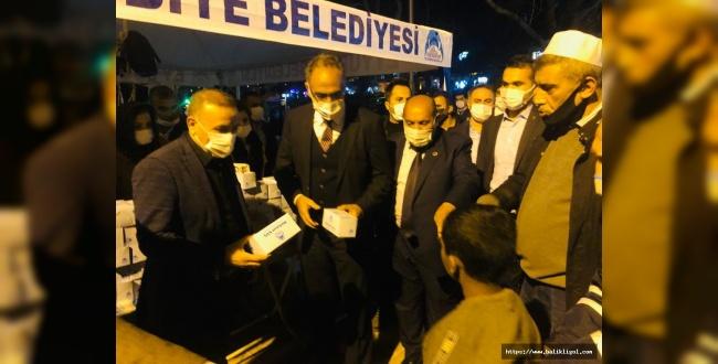 Eyyübiye Belediyesi Dergah Camisinde Kandil Simidi Dağıttı