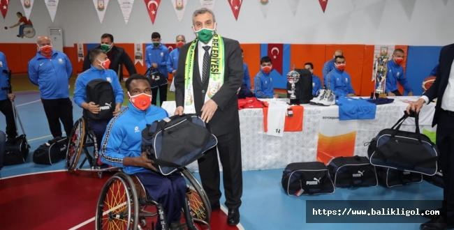 Urfa'da Engellilere Tablet Dağıtıldı