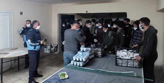 Yakalanan Mültecilere Hilvan Belediyesi'nden İnsani Yardım