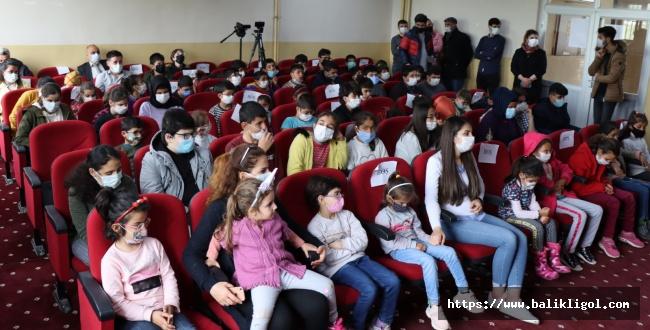 Barışsın Dünya Gösterimi İle Öğrenciler, Tiyatro İle Tanıştı