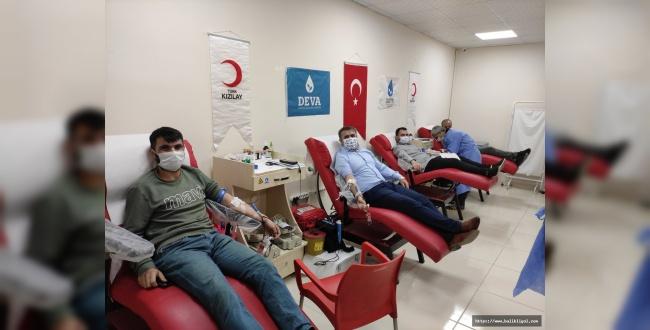 İl Başkanı Tüysüz, Teşkilatıyla Birlikte Kan Bağışında Bulundu