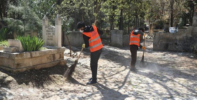 Urfa'da Mezarlıklarda Ramazan Öncesi Temizlik Ve Bakım Çalışmaları Gerçekleştirildi