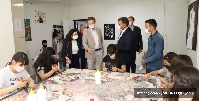 AB Delegasyon Başkanından Karaköprü Kültür Merkezine ziyaret