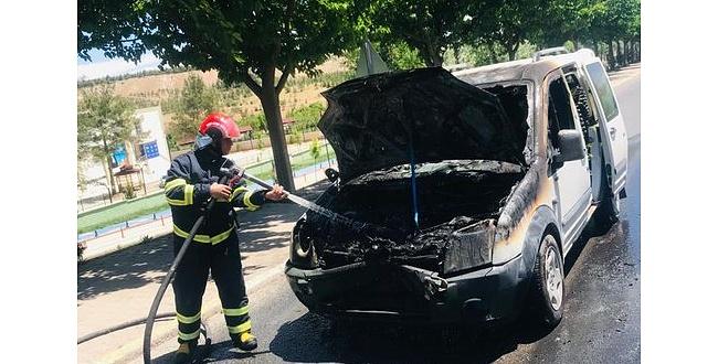 Karaköprü'de Seyir Halindeki Otomobil Alev Topuna Döndü