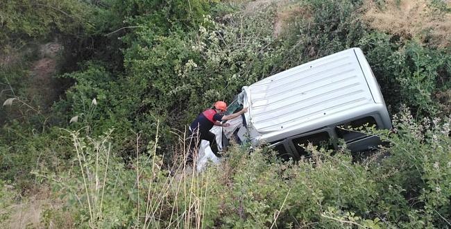 Birecik'te trafik kazası: Araç uçuruma uçtu