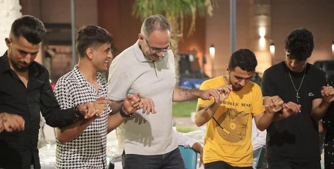 Başkan Kuş sınava girecek öğrencilerle birlikte halay çekti
