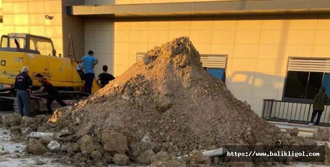 Ceylanpınar devlet hastanesinde göçük meydana geldi 2 işçi yaralandı