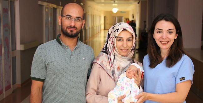 Mucize Bebek Şanlıurfa Eğitim Ve Araştırma Hastanesinde Hayata Tutundu