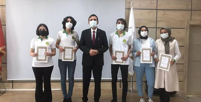 Ödüllerini İl Milli Eğitim Müdüründen Aldılar