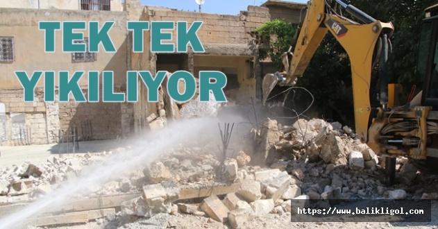 İlçede riskli binalarda yıkım çalışması başlatıldı