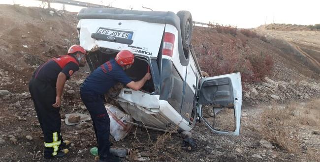 Urfa'da araç şarampole yuvarlandı: 3 yaralı