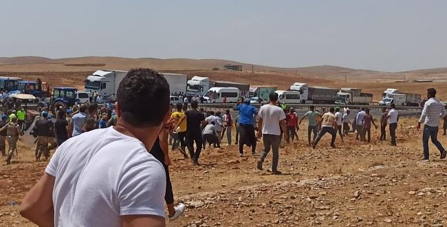 Urfa'da elektrik kesintilerini protesto için yol kapatan çiftçilere müdahale