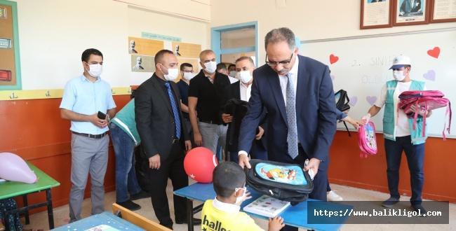Eyyübiye Belediyesinden Öğrencilere kırtasiye yardımı