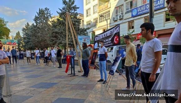 Urfa'da Ülkü Ocakları 12 Eylül Darbesini Kınamak İçin Darağacı Kurdu
