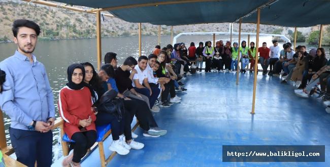 Urfa Büyükşehir Gençlik Meclisi'nden Şanlıurfalı Gençlere Halfeti Gezisi