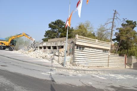 Samsat Meydanı'nda Askeri Mahfelin Yıkımı Başladı