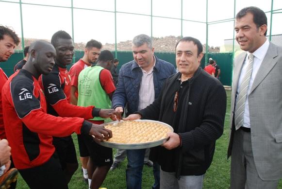 Mahmut Tuncer'den, Şanlıurfaspor'lu futbolculara moral