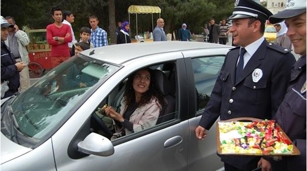 Şanlıurfa polisi sürücüleri şaşırttı VİDEO