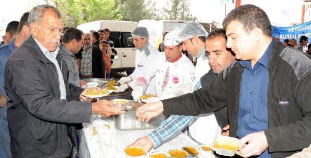 Urfa'da 5 Bin Esnafa Tirit İkram Edildi