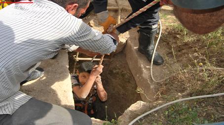 Kuyuya düşen çocuk iki gün sonra kurtarıldı VİDEO