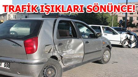 Karaköprü'de Trafik Işıkları çalışması kaza yaptırdı: 3 Yaralı