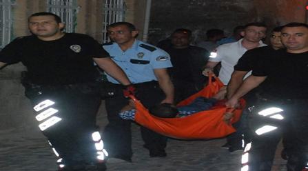Mahalle bir birine girdi: 4 Yaralı 10 Gözaltı VİDEO