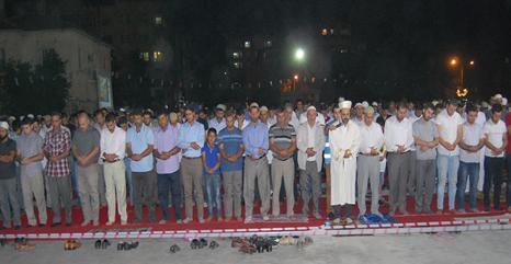 Şanlıurfa R4BİA Meydanında Mısır ve Suriye için dua edildi VİDEO