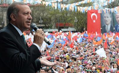 Başbakan Erdoğan'ın sesi kısılınca!
