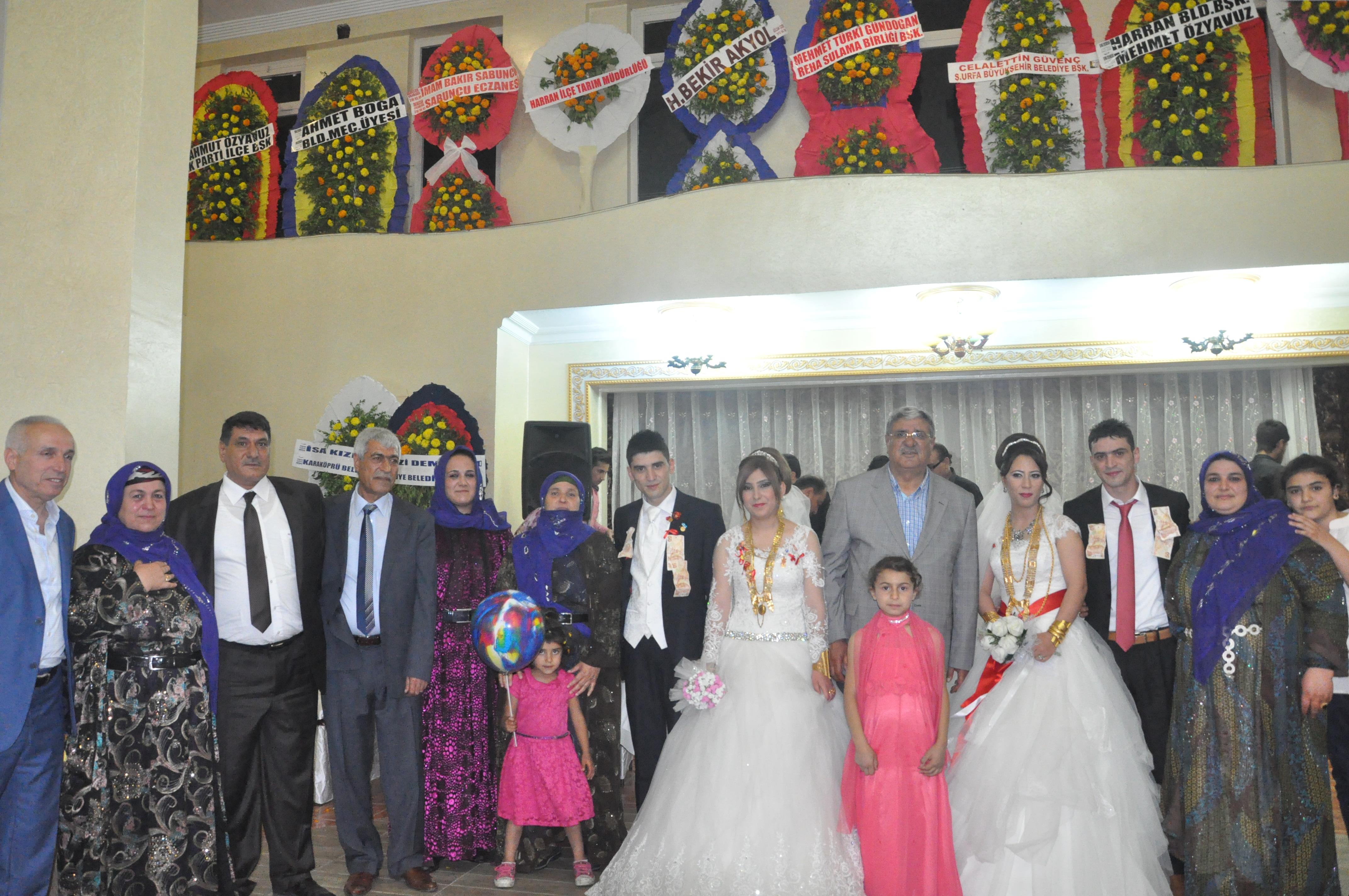 Gündoğan kardeşler aynı gün evlendi