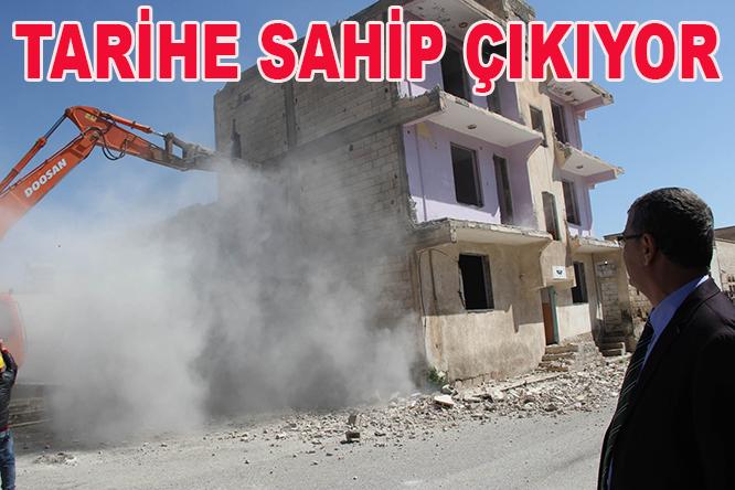 Urfa'da tarihi surlar için gece kondular yıkılıyor