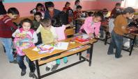 Sosyal medya üzerinden toplanarak köy okullarına dağıtılıyor