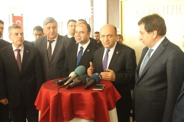 Bakan Fikri Işık Şanlıurfa'dan geçti