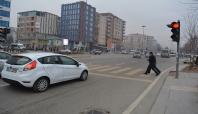 Kırmızı ışıkta geçen sürücülere ceza yağdı