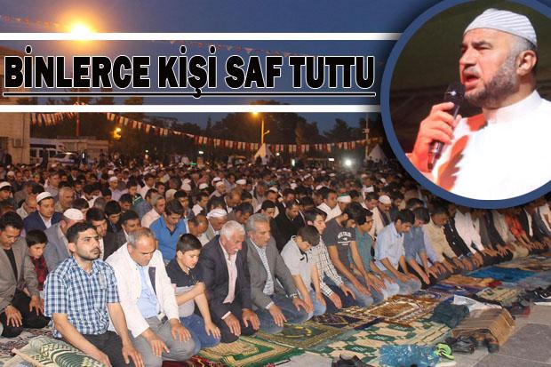 Rabia Meydanında, Seccadeni al gel etkinliğine Mescid-i Aksa imamı katıldı