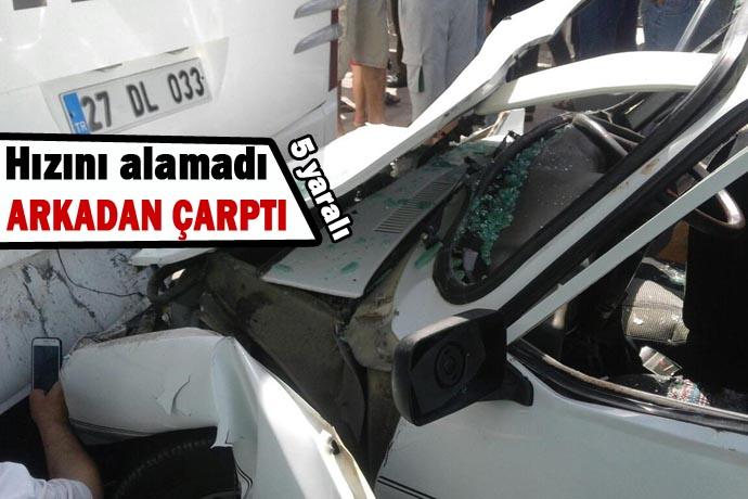 Şanlıurfa İpekyol'da otomobil otobüse çarptı: 5 yaralı