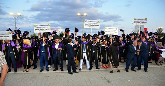 Harran Üniversitesi Sosyal Bilimler öğrencilerin mutlu günü