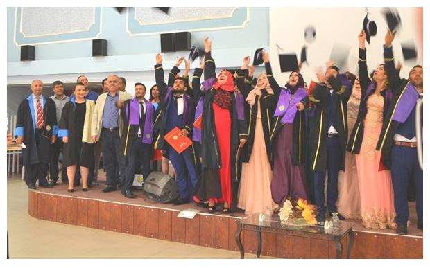 Suruç MYO Öğrencileri 2015-2016 Yılı Mezuniyet Töreninde Coştular