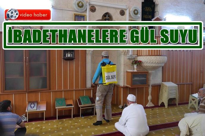 Camilere Sahur İftar Gül Suyu Sıkıyorlar