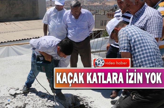 Haliliye Belediyesi Ahmet Yesevi Mahallesi'ndeki Kaçak Katı Yıktı