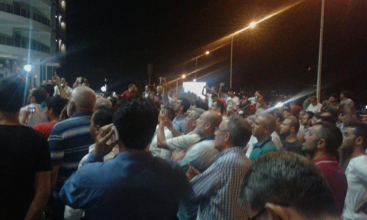 Darbeya karşı vatandaşlar sokağa indi