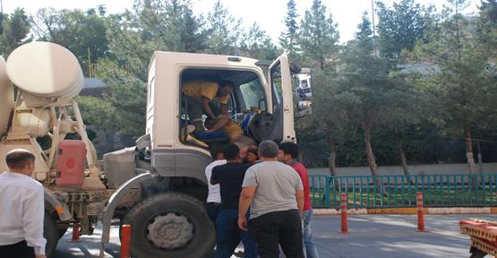 Urfa'da inşaattan Düşen işçiyi beton mikseriyle hastaneye taşıdılar