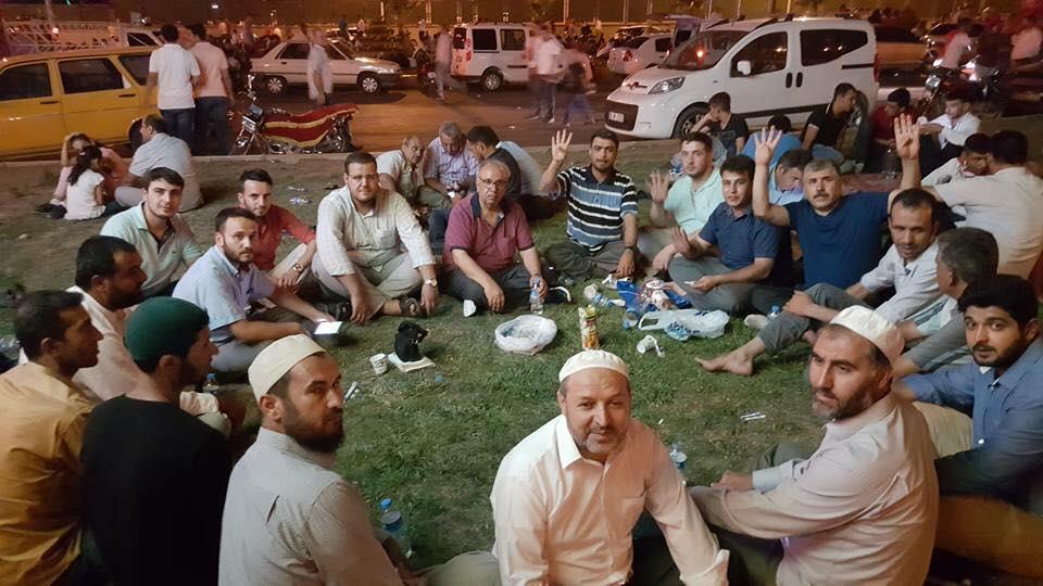 Urfa'daki hocalar da demokrasi nöbetindeler