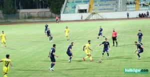 Amatör maçta futbolcular birbirine girdi