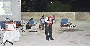 Üniversitede meddah gösterisi